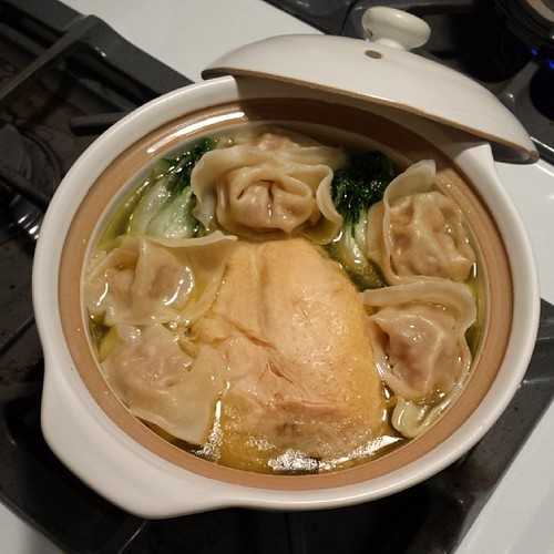 Wonton Chicken Soup in a Pot 砂鍋雲吞雞湯