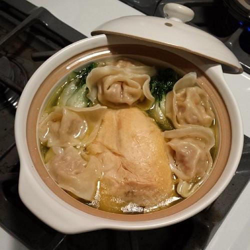 Wonton Chicken Soup in a Pot 砂鍋雲吞雞湯