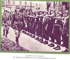13 DBLE- 1940- De Gaulle  passe en revue le 14 juillet à Londres