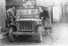 """11e Cuirassiers - Franche Comté - Gouhemans - Oct 1944 : la jeep que des cuirassiers ont """"chouravé"""" aux officiers de la M.P. Fonds Gérard Galland"""