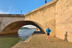 Paris Quai des Tuileries / Pont Royal : The runner photo by Pantchoa