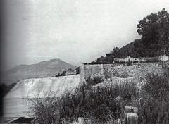 1944 - Provence- Poste de tir de la batterie de San Salvador en fond la Colle noire Gavaresse et le Bau rouge -  col part- Paul gaujac