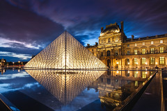Louvre Night photo by iwillbehomesoon