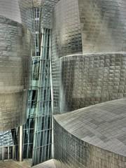 Bilbao Atrio ext Guggenheim photo by ikimilikili-klik