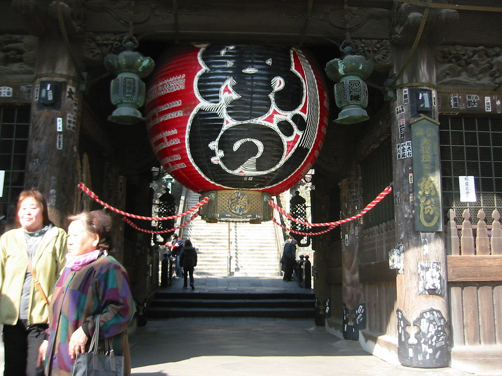 The lantern at the gate to Shinhoji