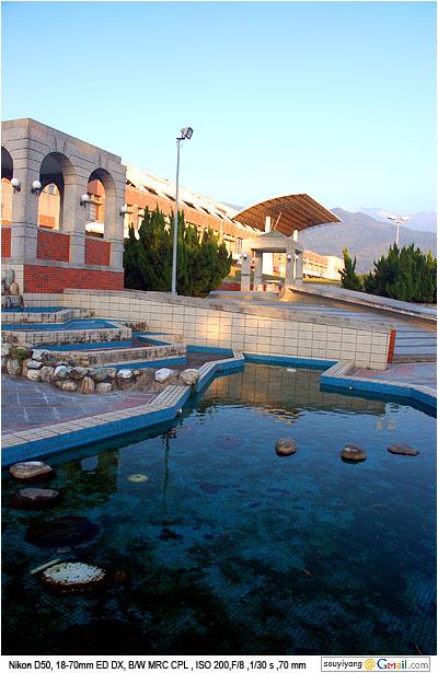 屏科大體育館旁水池