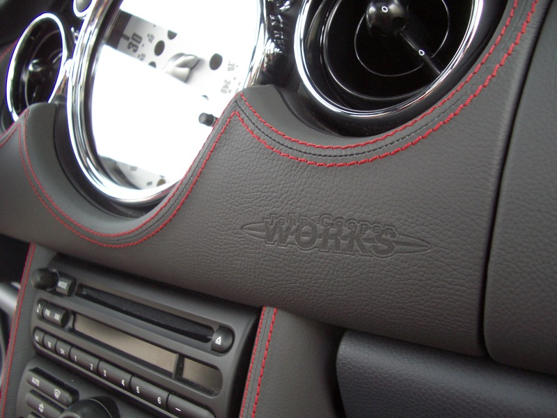 Mf review the jcw leather dash motoringfile for Lederen interieur auto