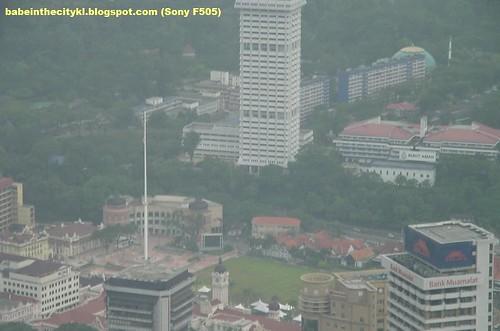 fm kl tower 11 - 10x zoom dataran merdeka flagpole