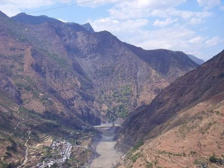 金沙江河谷两边的群山