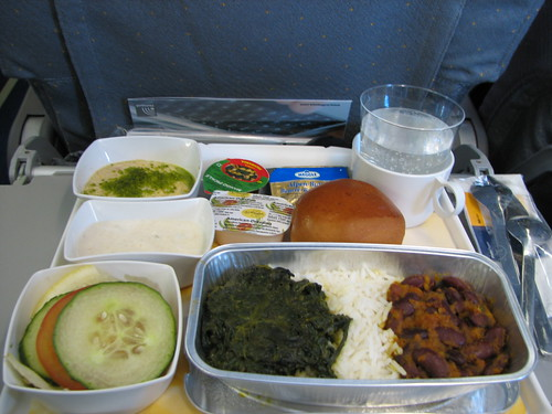 Lunch service on LH754 after takeoff : <acronym title=