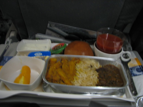 Dinner service on LH754 before landing : <acronym title=