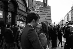 Couple kissing, Oxford Circus photo by fabiolug