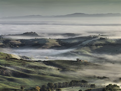 Valdichiana with mist photo by Giuseppe Toscano
