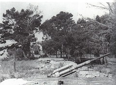 1944 - Provence - 1 des quatre pièces de 105 de la batterie de Sainte Marguerite -  Col part - Paul  Gaujac