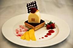 Sweet Passion: Mangopüree im Passionsfruchteismantel mit Himbeercreme-Mürbteig-Tartlet photo by Andy von der Wurm