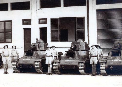 1ère Cie des Chars- 1940- à Douala de g à dr  Robédat-Isambert; Tresca-Rouard Lacoste-Lafontaine - Col P. Robedat