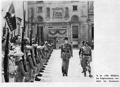 1944 Italie- - Rome , villa médicis : de Gaulle et légionnaires de la 13 DBLE