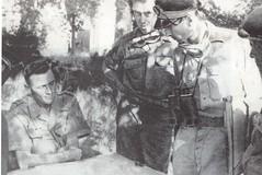 1944 - Devant La Garde colonel Garbay cdt de Morsier et officier 8e RCA - col part- Paul Gaujac