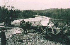 Brosset- Vosges- 1944- la jeep de Brosset passe le Rahin