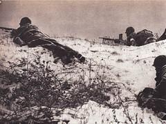 1945- Alsace - Fusils mitrailleurs en batterie aux avant-postes -Source : éditions GP - Du Tchad au Danube