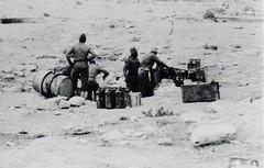 BM 2 - 1942 - Libye- corvée d' eau Bir Tengueder - Fonds Amiel