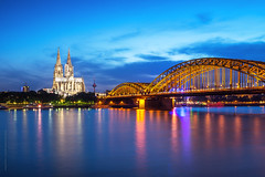 Cologne night photo by tuanland