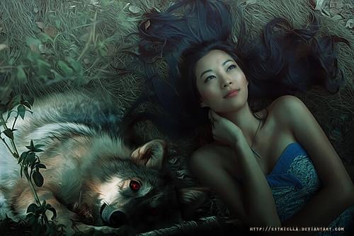 Jeune femme Asiatique et Loup
