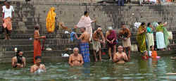 002.5 Ganges Bathing