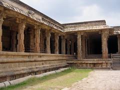 Darasuram-Pillars