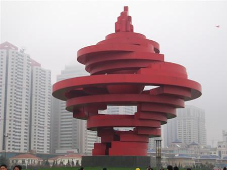 五四广场的火炬雕塑
