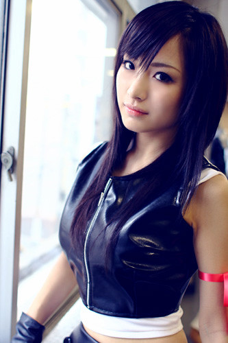In fact, I want to clone lots of this Tifa cosplayer