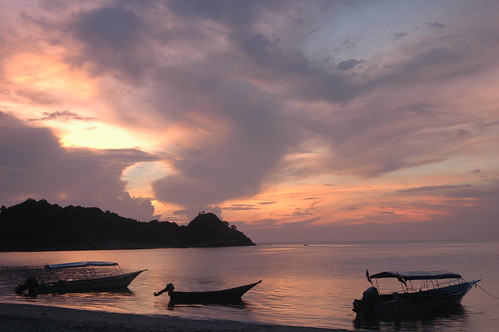 Dawn at Teluk Kalong