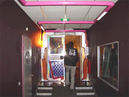 Radioactive.blog.nl   Voormalige studioruimte van Radio 3 in de kelder van het Audiocentrum op het Mediapark in Hilversum [ Thomas Giger ]