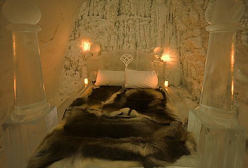La cama, con pieles