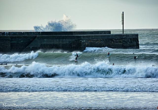 Foto de olas en plentzia con la marea baja eitb fotos - Temperatura en plentzia ...