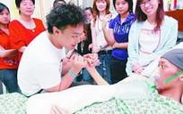 Hong Kong singer Eason Chan meet Malaysia cancer fan