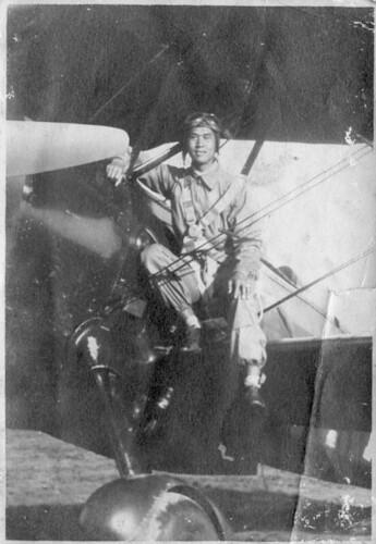 周庭芳教官與 Curtiss Hawk II