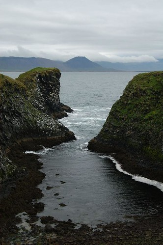Bay,_sea_@_Arnastapi,_Iceland_4.jpg