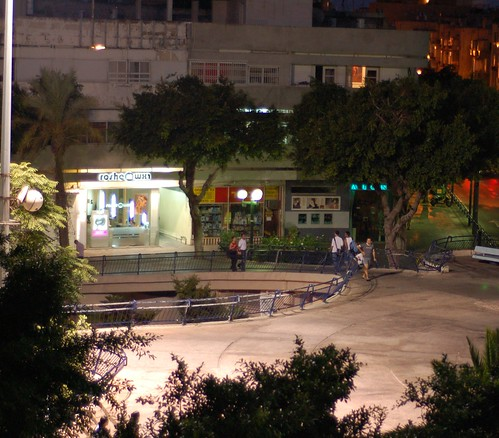 passing people in Dizengoff Square