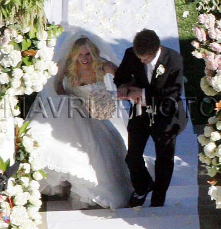 Avril got married - 03
