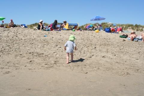 Beach scene B: immediate reaction thereto