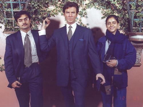 Anand, Pierce Brosnan, Malti
