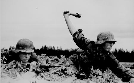 東部戦線で戦うドイツ兵