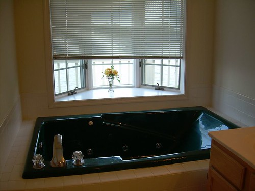 aahh the jacuzzi bathtub!