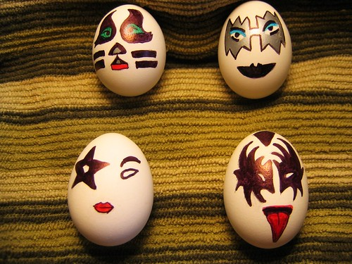 kiss  easter eggs
