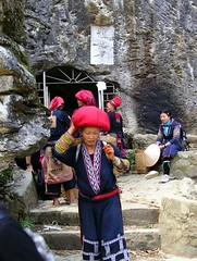Sellers at Hang Ta Phin Cave