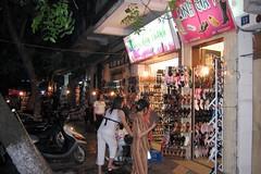 Cau Go Street