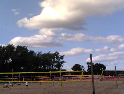 couplehundredvolleyballnets