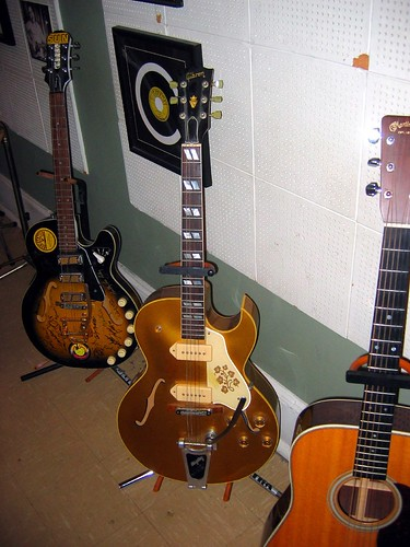 sun studio - yellow gibson