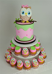 Owl first birthday cake photo by Design Cakes